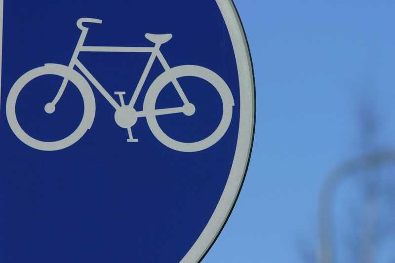 How well do drivers and bicyclists know the rules of the road? Take our quiz and see how well you do.