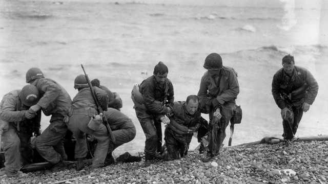 Several ships carrying troops came under enemy fire and capsized. Here, soldiers rescue shipwrecked comrades.