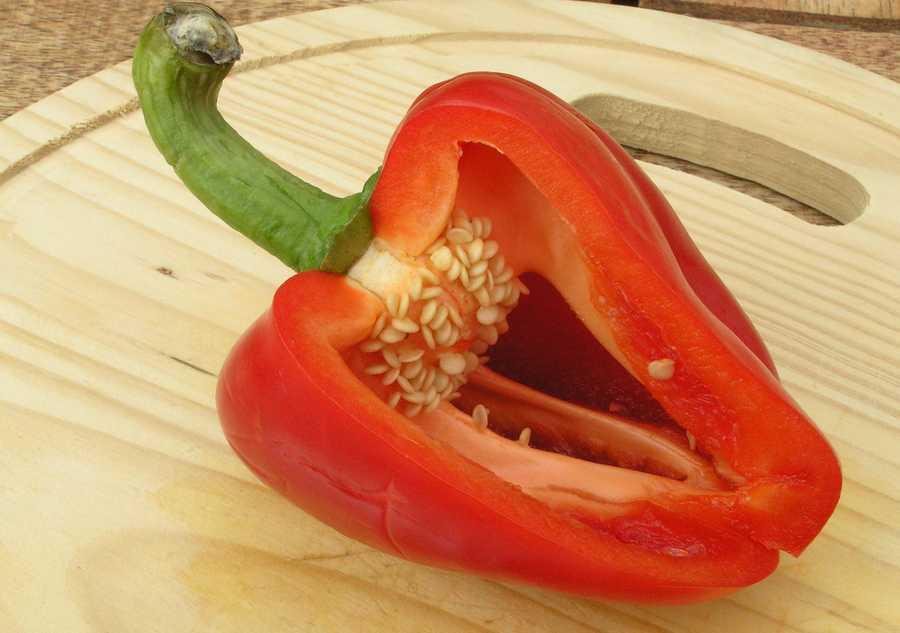 #16 Red Pepper: 41.26 nutrient density score.