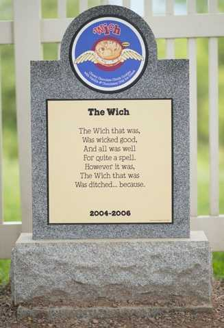 The Wich2004 – 2006Chewy Fudge-Swirled Chocolate Chunk Cookies & Vanilla Fudge Chip Ice Cream.