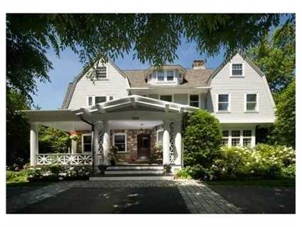 Superbly updated,this 16 room home brilliantly blends original elements with modern amenities.