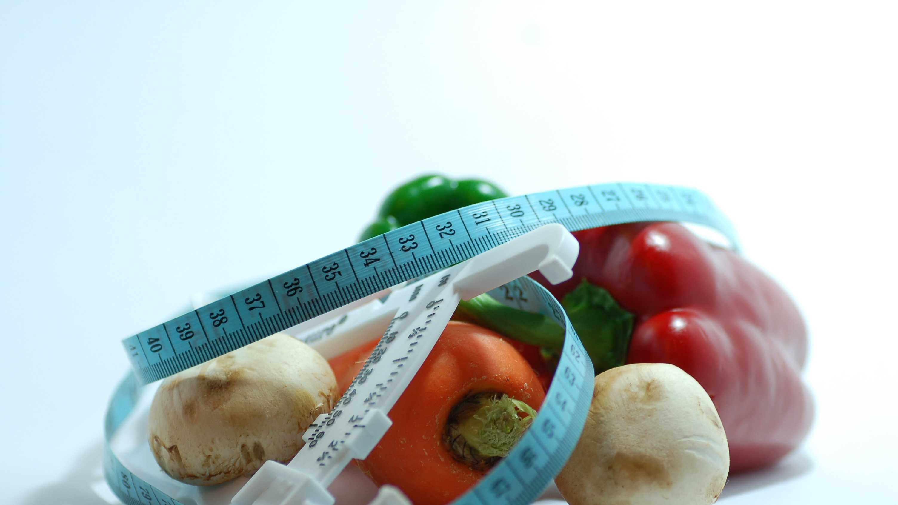 Trying to shed a few pounds? Some foods will help you control your appetite.