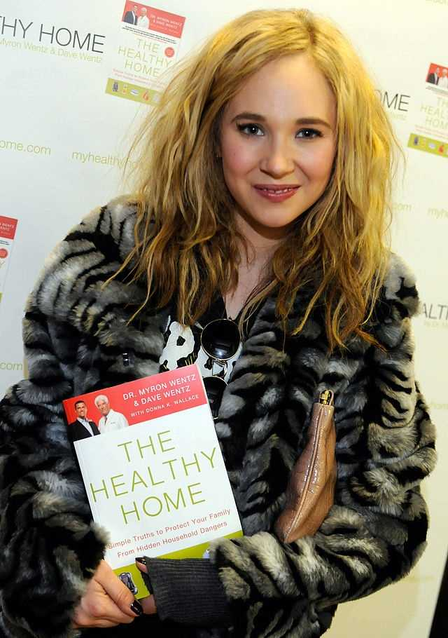 Hussey will be played by Juno Temple