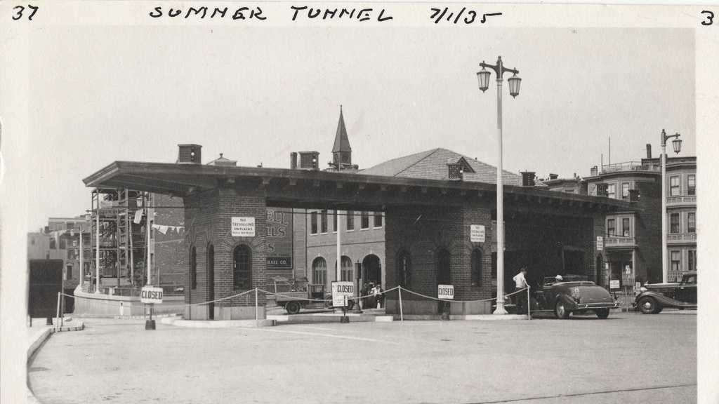When the tunnel opened the toll was 25 cents for cars.