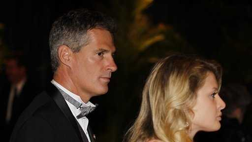 Sen. Scott Brown, R-Mass., walks with his daughter Arianna Brown after the 2010 White House Correspondents' Dinner at the Washington Hilton Saturday, May 1, 2010, in Washington.