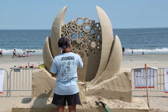 His debut in 2000 saw him win First prize in the International Sand Sculpting Competition.