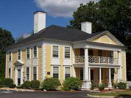 The median price for a home in Woburn is $365,000. The population of Woburn is 38,120, an increase of 2%. The tax rate in Woburn is $10.44.