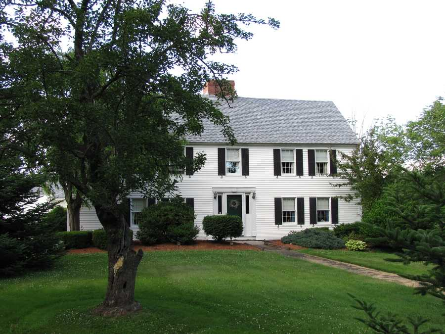 Oxford is a quiet community located in Worcester County near the Mass Pike and route 395. It's just 15 minutes to Worcester, an hour to both Hartford, Connecticut and Providence, Rhode Island, and an hour and 15 minutes to Boston.