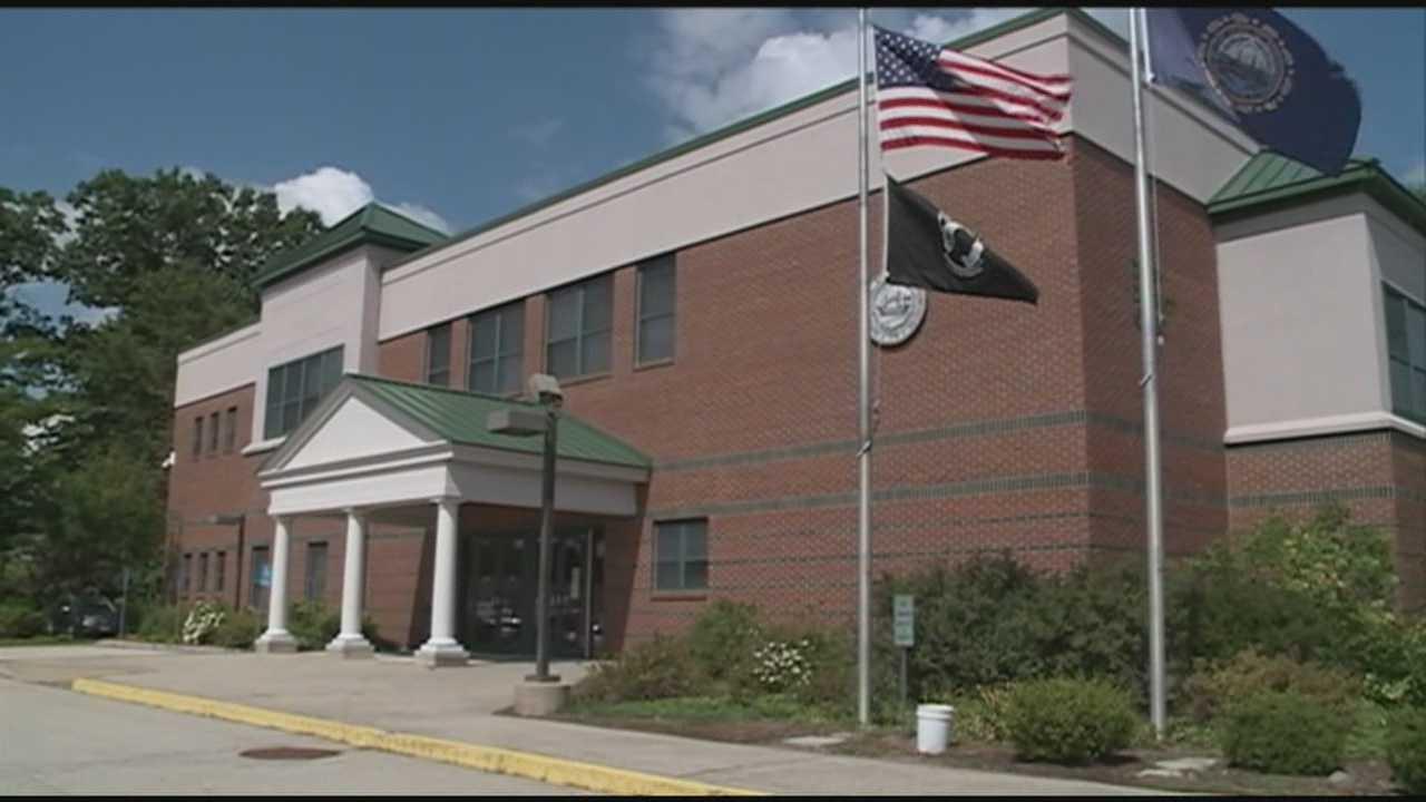 Gun stolen after being left in court men's room
