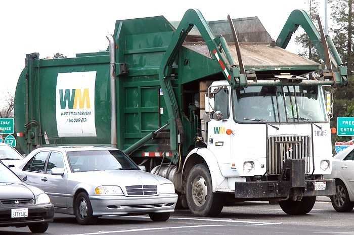 According to the BLS, there were 33 garbage collector deaths in 2013.