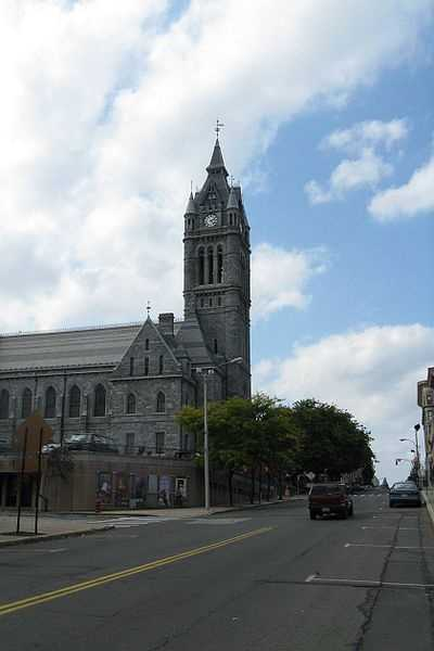 #3 Holyoke. 17.49% of homes are single-parent households according to the U.S. Census data from 2012.
