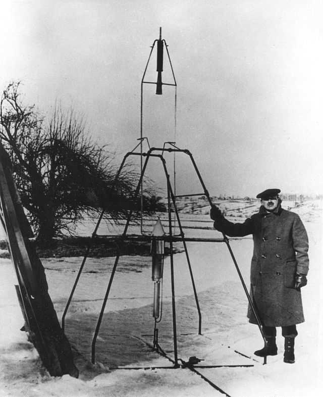 Dr. Robert H. Goddard of Worcester Polytechnic Institute's and later Clark University patented the first liquid fuel rocket in 1914.