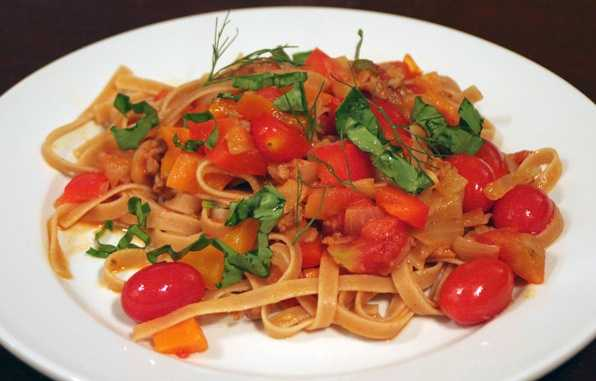 Construct a cancer-fighting dinnerSaute garlic in olive oil, then mix in a can of low-sodium diced tomatoes. Stir until heated up, then serve over a cup of whole-wheat pasta. Your meal will have cancer-preventing benefits from garlic, plus the lycopene in the tomatoes will help protect against color, prostate, lung, and bladder cancers.