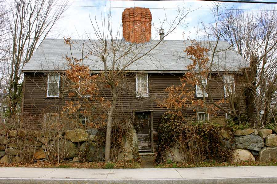 The Andrew Burley House at 12 Green Street was built in 1688, with later Georgian features added. The structure served as Smith's Tavern from 1760 to 1790.Read more at Historic Ipswich. All photos courtesy Gordon Harris, Town Historian.  Read his blog on Ipswich historic homes.