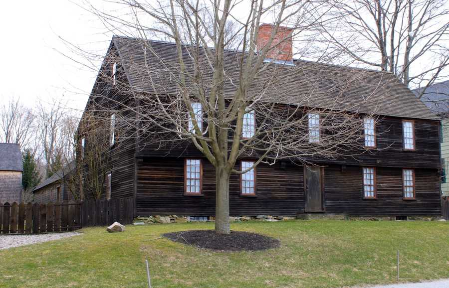 The Emerson – Howard house on Turkey Shore Road across from the intersection with Green Street was built in 1680 by William Howard on land that he purchased from Thomas Emerson.Read more at Historic Ipswich. All photos courtesy Gordon Harris, Town Historian.  Read his blog on Ipswich historic homes.