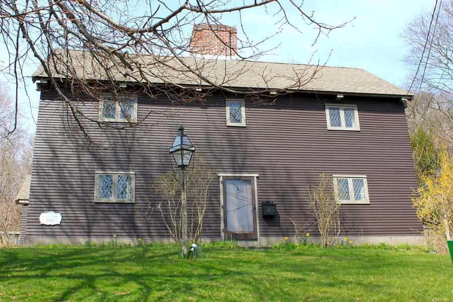 The John Lummus family built the house in 1712 on the foundation of the previous Dudley home at 45 High Street.Read more at Historic Ipswich. All photos courtesy Gordon Harris, Town Historian.  Read his blog on Ipswich historic homes.