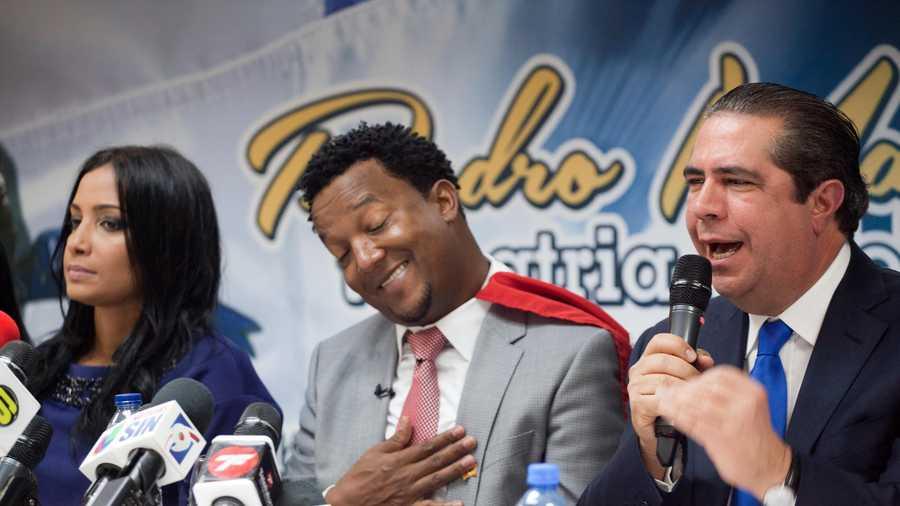 Pedro martinez gets hero s welcome in dominican republic - Pedro martinez garcia ...
