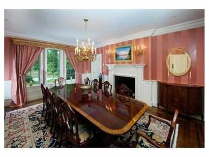 Abanquet size dining room.