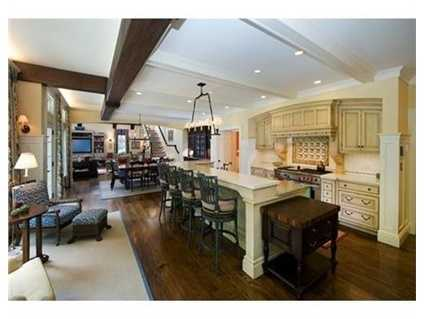 Aspectacular state of the art kitchen with breakfast area.