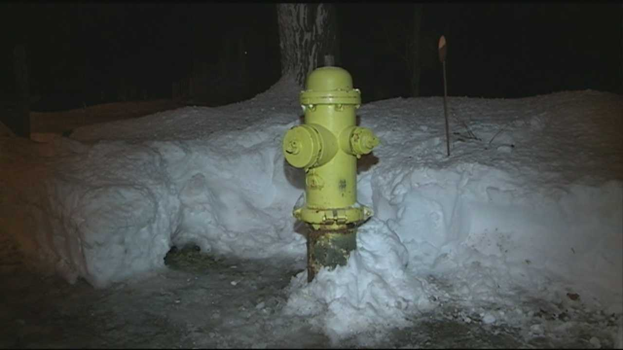 When Salem firefighters arrived at Highland Avenue on Wednesday morning, a fire that started on the back steps of a home had already reached the attic, but a neighbor who dug out a fire hydrant saved crews time. WMUR's Stephanie Woods has the report.
