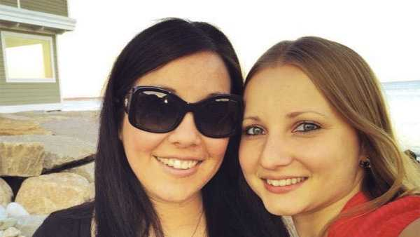 Photo right: Lisa (left) and Anna (right) Trubnikova in the profile photo from Anna's Facebook page.)