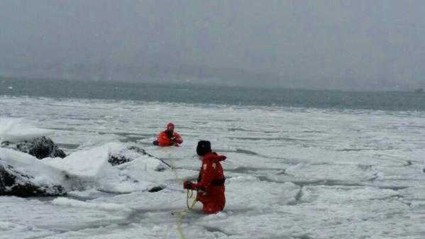 Rescuers got into the cold water and made their way to the duck to begin the rescue.