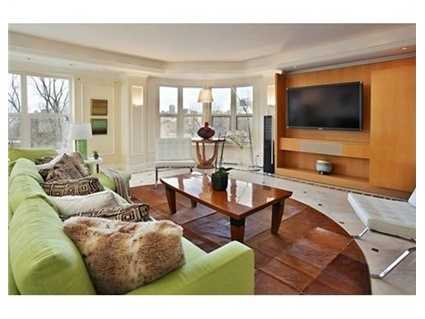 Front facing duplex at The Heritage on The Garden has commanding views of the Public Garden.
