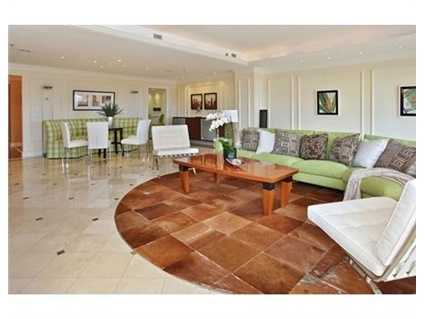 Large living room/dining room is great for entertaining.