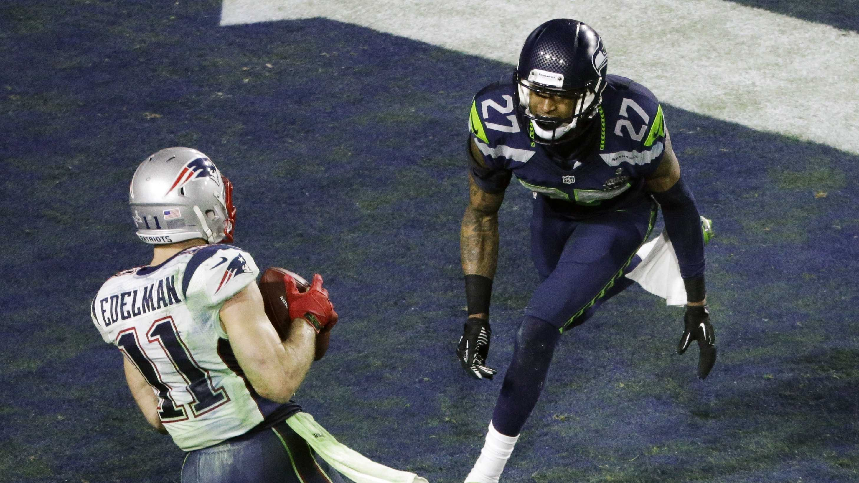 New England Patriots wide receiver Julian Edelman (11) makes a touchdown catch against Seattle Seahawks cornerback Tharold Simon (27) during the second half of NFL Super Bowl XLIX football game Sunday, Feb. 1, 2015, in Glendale, Ariz.