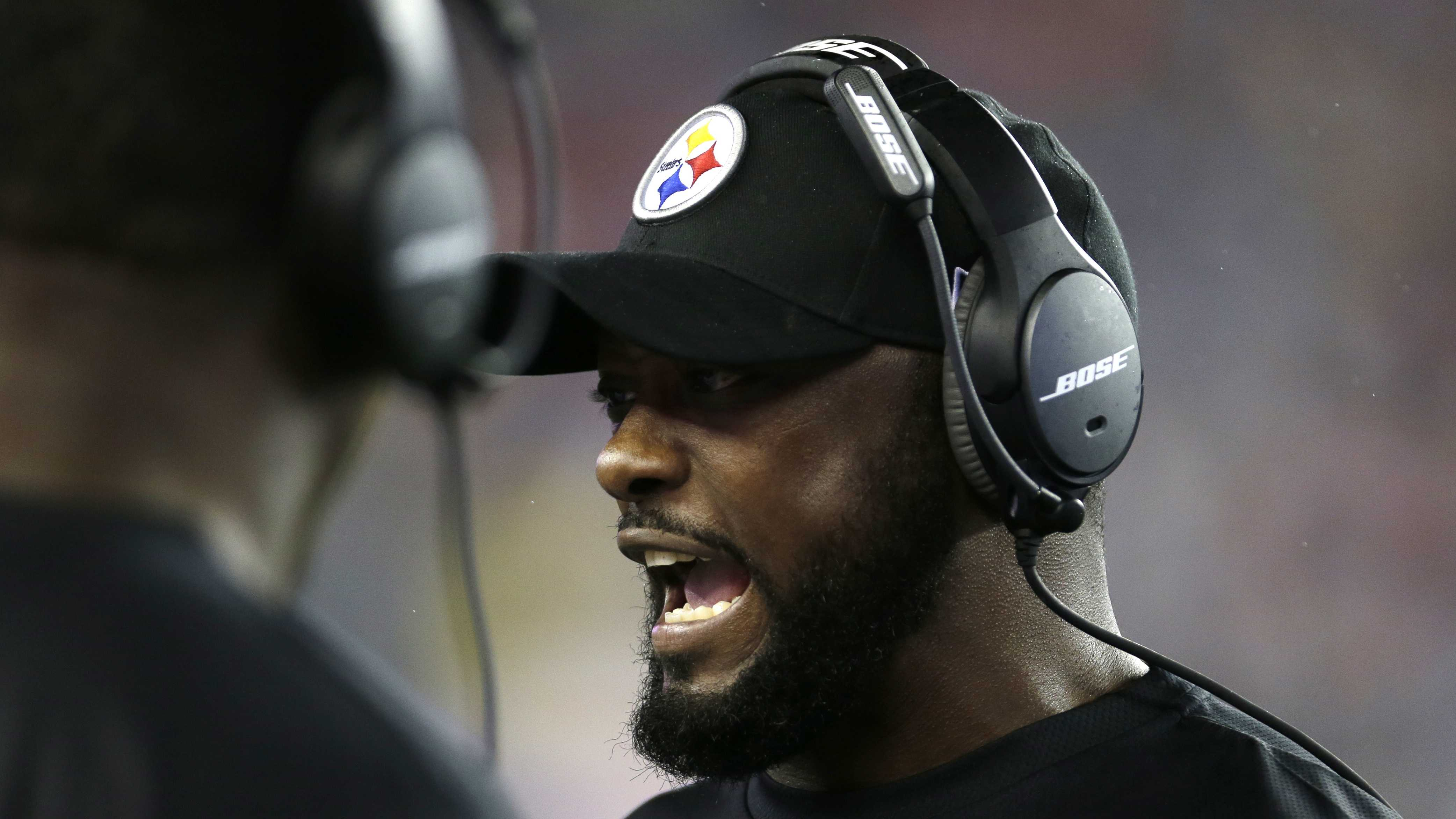 Pittsburgh Steelers head coach Mike Tomlin speaks to his team on the sideline in the second half of an NFL football game against the New England Patriots, Thursday, Sept. 10, 2015, in Foxborough, Mass.