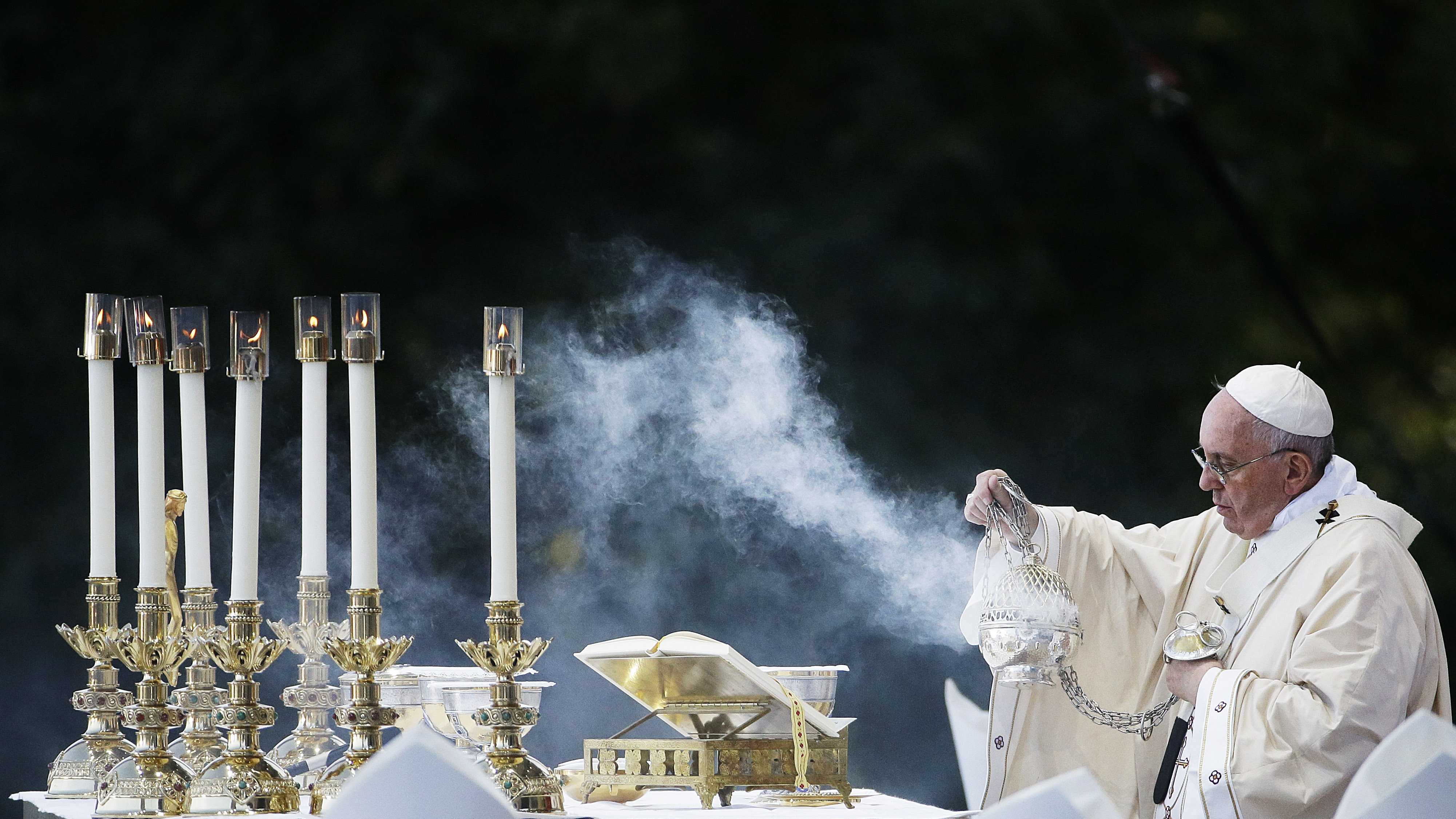 Pope Francis conducts Mass outside the Basilica of the National Shrine of the Immaculate Conception Wednesday, Sept. 23, 2015, in Washington. (AP Photo/David Goldman)