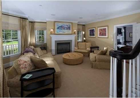 two-story foyer welcomes you to 12 well appointed rooms.