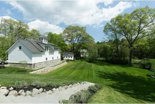 The home has commanding views of 2.7 acres of breathtaking pastures, gardens and majestic trees.