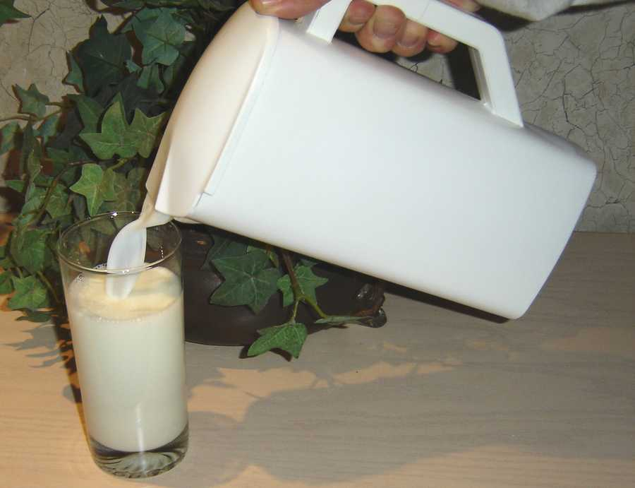 The high calcium in milk strengthens teeth and makes enamel whiter.