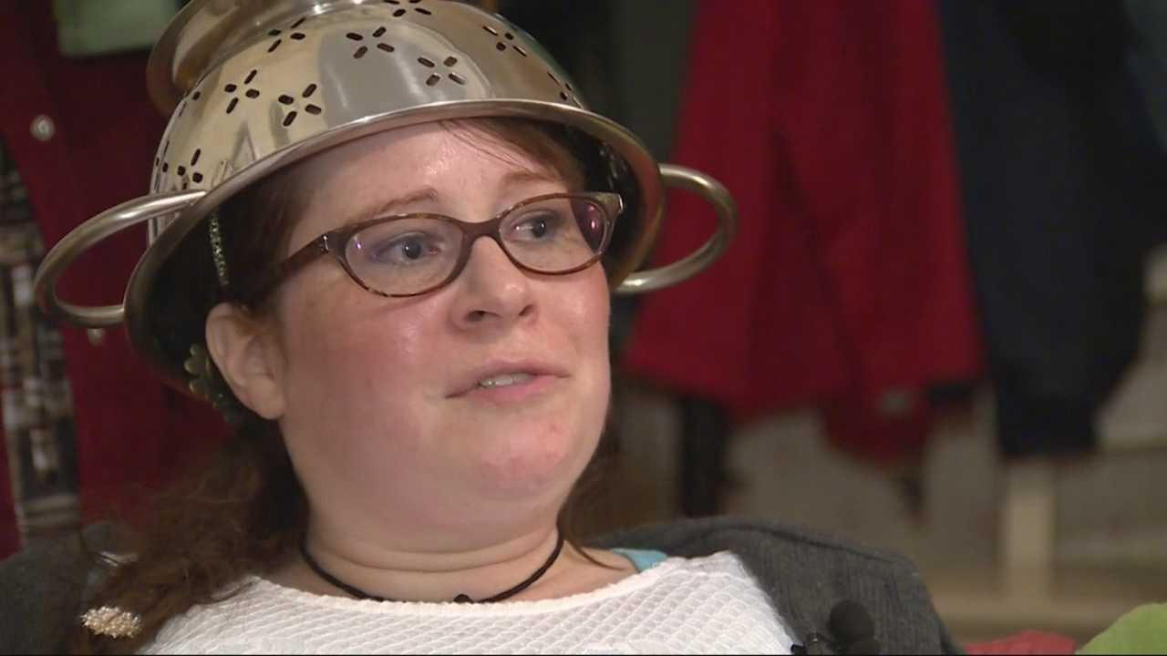 A Massachusetts woman has won a legal battle to wear a colander on her head in her state driver's license photo.