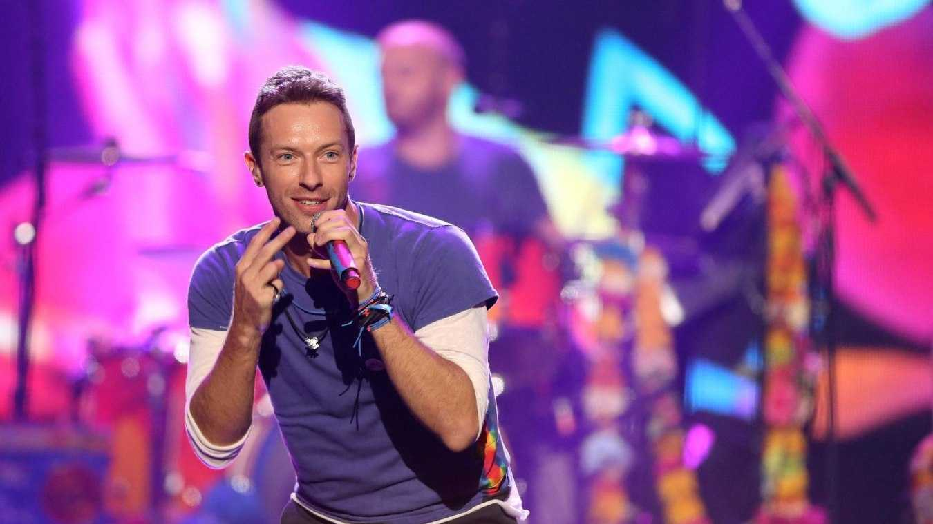 In this Sunday, Nov. 22, 2015 file photo, Chris Martin of Coldplay performs at the American Music Awards at the Microsoft Theater, in Los Angeles. Coldplay will perform at the Pepsi Super Bowl 50 Halftime Show on CBS Sunday, Feb. 7, 2016, the NFL announced on Thursday, Dec. 3, 2015.
