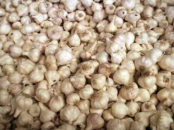 Garlic may smell, but eating it raw can fight infections like the cold and flu. Eating a half of a clove per day can also protect blood vessels from inflammation and help reduce cholesterol levels.