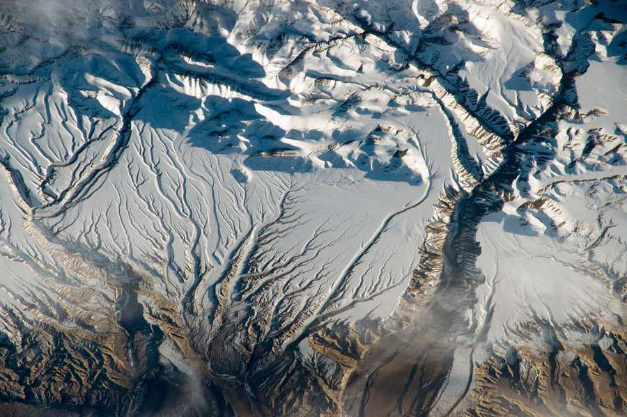 Rivers and Snow in the Himalayas, China and India. Expedition 43: 8 April, 2015.