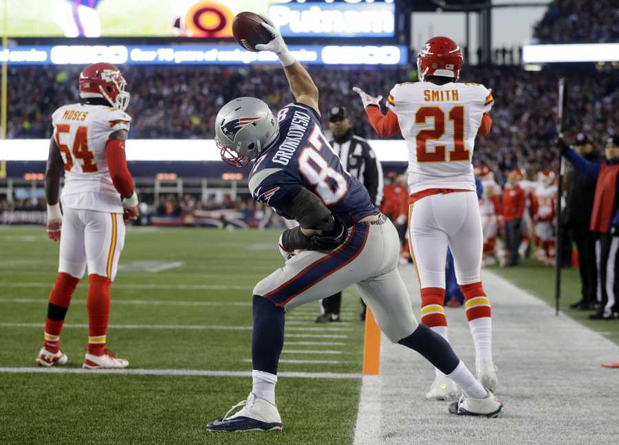 New England Patriots tight end Rob Gronkowski (87) celebrates his touchdown against the Kansas City Chiefs in the first half of an NFL divisional playoff football game, Saturday, Jan. 16, 2016, in Foxborough, Mass.