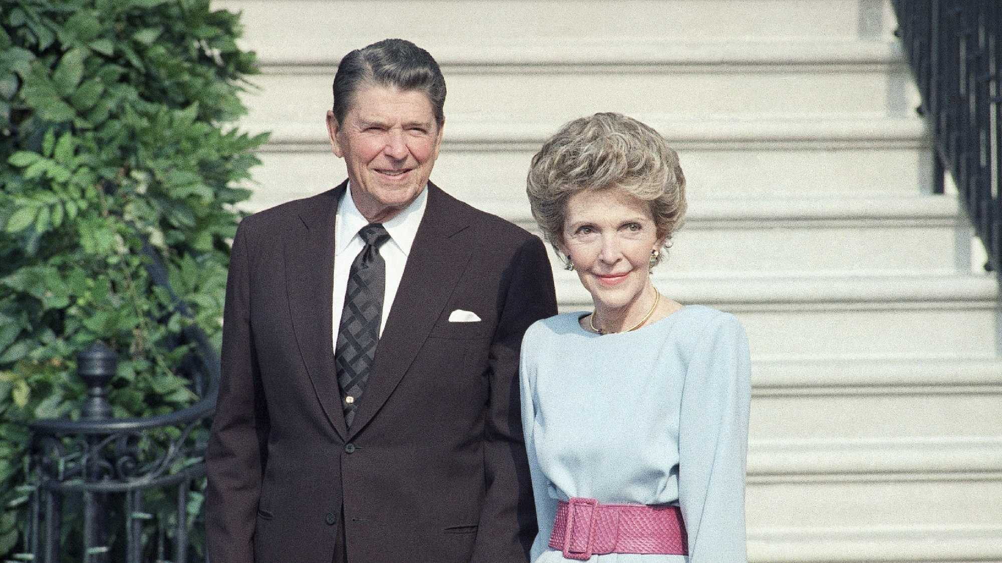 U.S. President Ronald Reagan and his wife Nancy Reagan in 1986 at the White House.