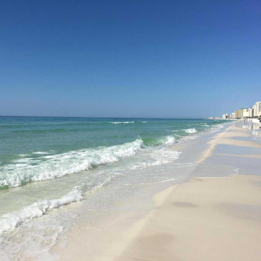 The first U.S. destination on the list is Destin, Florida. The best week would be Aug 22 - Aug. 28 as prices will be at its lowest and TripAdvisor recommends the Yellow Sailboat Sailing Tours.