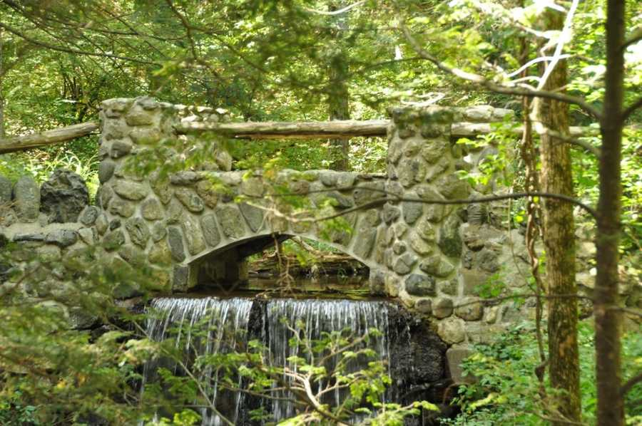 Middlesex Fells Reservation: 2.575 acres offer retreat for hikers and city dwellers with over 100 miles of trails and even canoeing/kayaking rentals. Location: 4 Woodland Rd. Stoneham, MA 02180