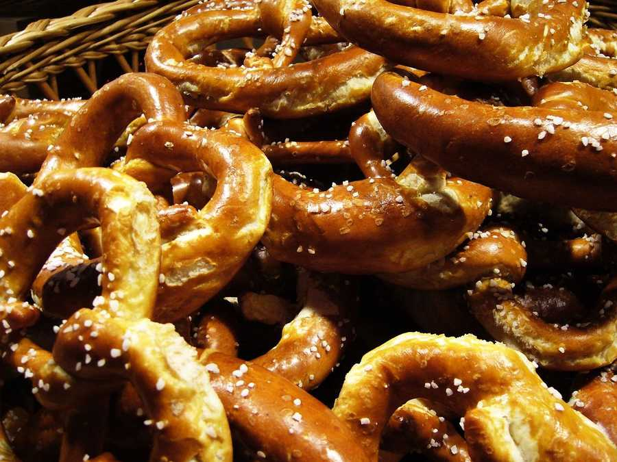 Hard pretzels: 1240mg of sodium per 100 gSoft pretzels: 779mg of sodium per 1 large pretzel