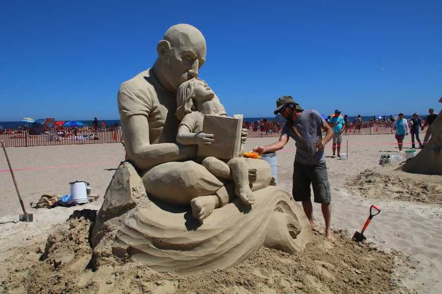 Jara is from Ohio where he works as Exhibits Creator for the Cleveland Museum of Natural History when he's not working as a professional sand sculptor.