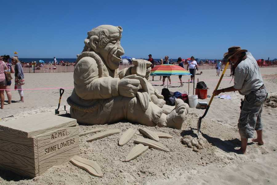 Gordon is a Massachusetts native and has been sculpting for over 39 years.