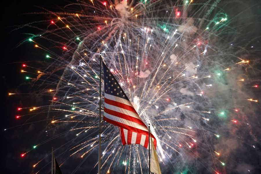 Fireworks shows are synonymous with 4th of July celebrations, but how do they really work? These facts come from EarthSky.organd HowStuffWorks.com.