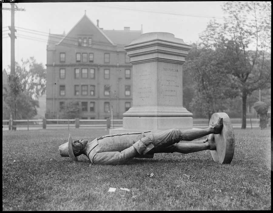 Puritan statue pulled down by Harvard students in Cambridge Common. 1917-1934 (approximate)