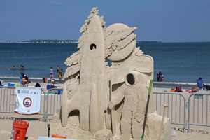 Leonardo Ugolini from Italy is the artist behind this piece. Leonardo first took to sand sculpting competition in 1998 when he traveled to an international competition in Canada.