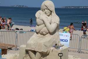 Marielle Hesseles from The Netherlands is the artist behind this piece. While working as a sculptor and painter for amusement parks and museums, Marielle took to the sand and started sand sculpting in 2006.