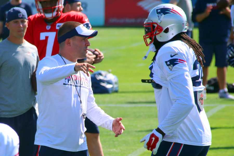 Patriots offensive coordinator Josh McDaniels speaks with running back LeGarrette Blount.